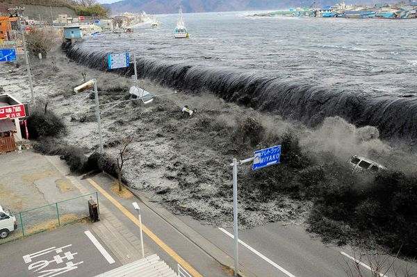 Japan-Tsunami-20-Unforgettable-Pictures-13