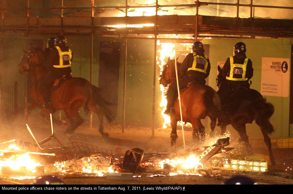 Mounted police chase rioters Tottenham