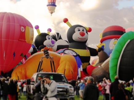 Albuquerque Balloon Fiesta Special Shapes Kissing Bees