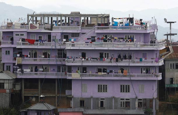 World s largest family 181 members live in a 4 story for 100 story home