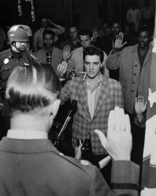 Lt John Pike pepper spraying cop Elvis swearing in for Army