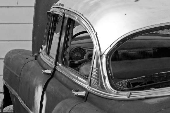 Old car to restore Black and white 01