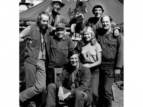 Cast of MASH in black and white