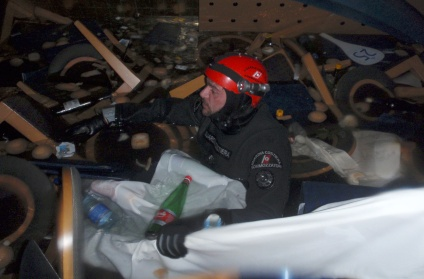 An Italian Coast guard diver inspects inside the Costa Concordia cruise ship on January 16, 2012.(Reuters/Guardia Costiera)