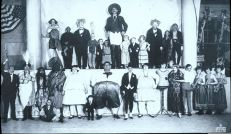 A group photo of circus acts (Congress of Freaks, Ringling Brothers Circus)