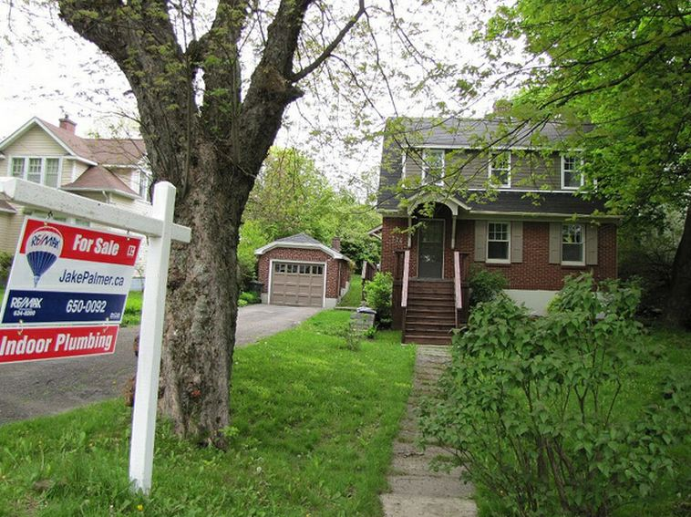 re  max realtor lists a home for sale as  u201cnot haunted