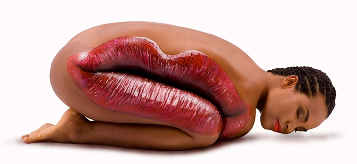 guido-daniele-body-painting-art-lips-on-a-womans-body - Weird Bodypainting - Weird and Extreme