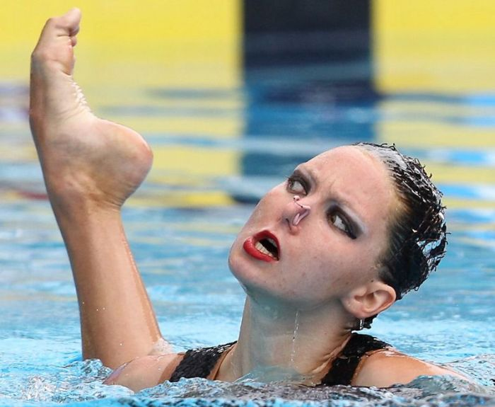 https://llwproductions.files.wordpress.com/2012/08/syncronized-swimmer-making-funny-face.jpg