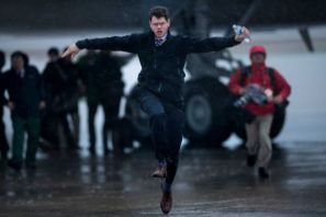 Too funny not to include. This is a reporter running from Air Force One after Obama returned to DC. Either he has a story, or the water is making him have to pee really bad.