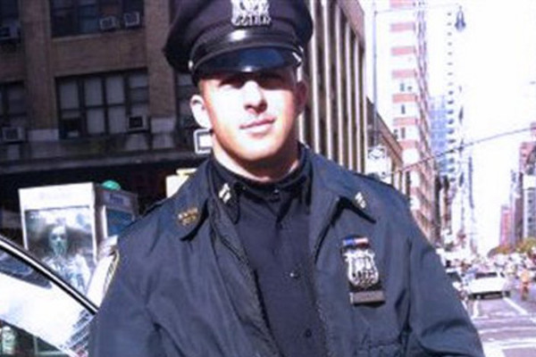 nypd officer boots for homeless random act of kindness