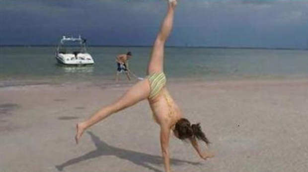 3-perfectly-timed-pictures-sexy-woman-on-beach