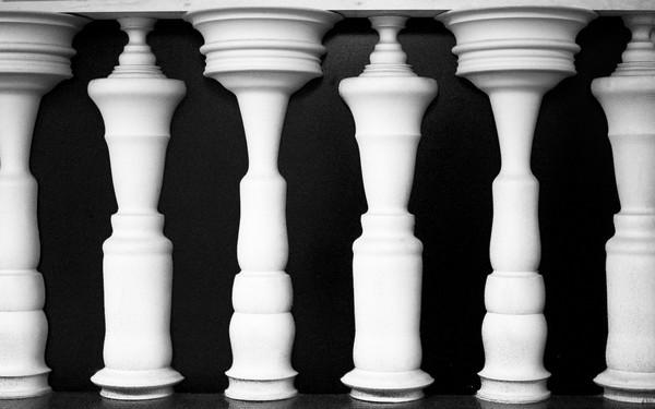 double-image-illusion-men-or-columns