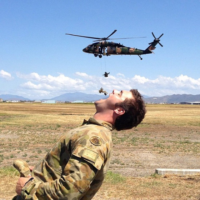 double-image-illusion-soldier-catching-guys-on-rappel-in-his-mouth