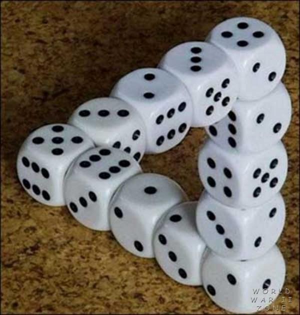 illusion_triange_dice_infinity_escher-style
