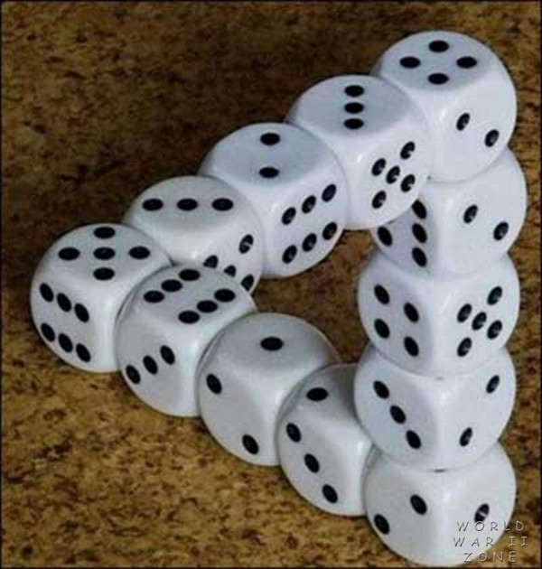 illusion_triange_dice_infinity_escher-style