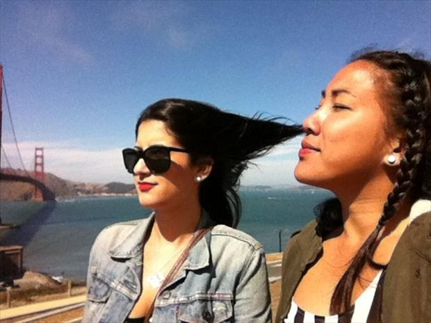 perfectly-timed-pictures-sniffing-her-hair
