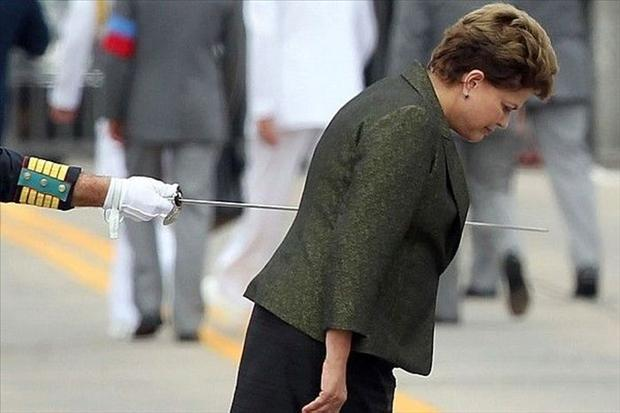 perfectly-timed-pictures-women-stabbed-with-royal-sword-illusion