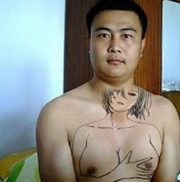 guy drew woman on his chest his nipples are her breasts