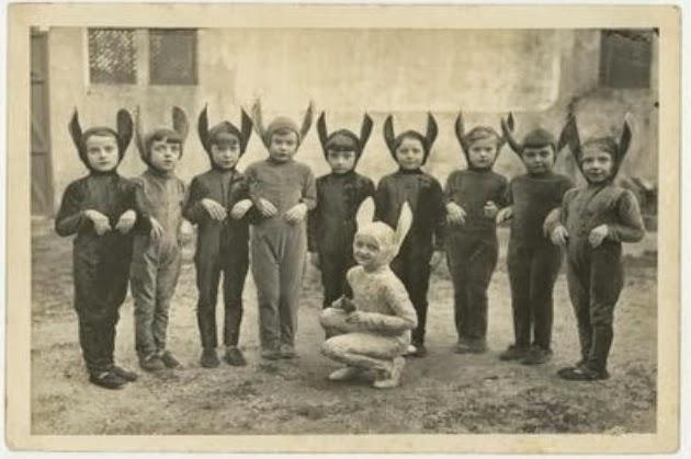 Vintage Halloween Costume Pictures.Creepy Vintage Halloween Costumes 5 Motley News Photos And Fun