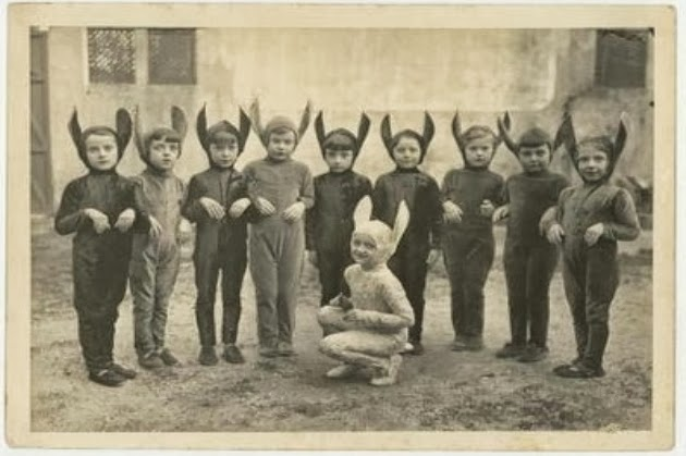 Creepy Vintage Halloween Costumes (5)