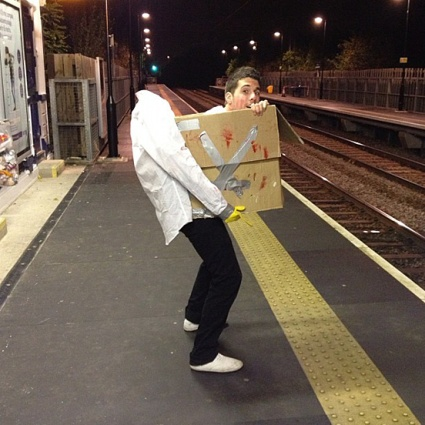 Halloween-Costumes-head in a box