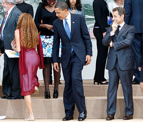 obama-checking-out-butt-photo