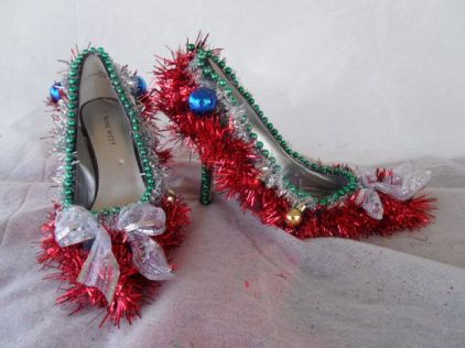 Tinsel-decorated Christmas shoes.
